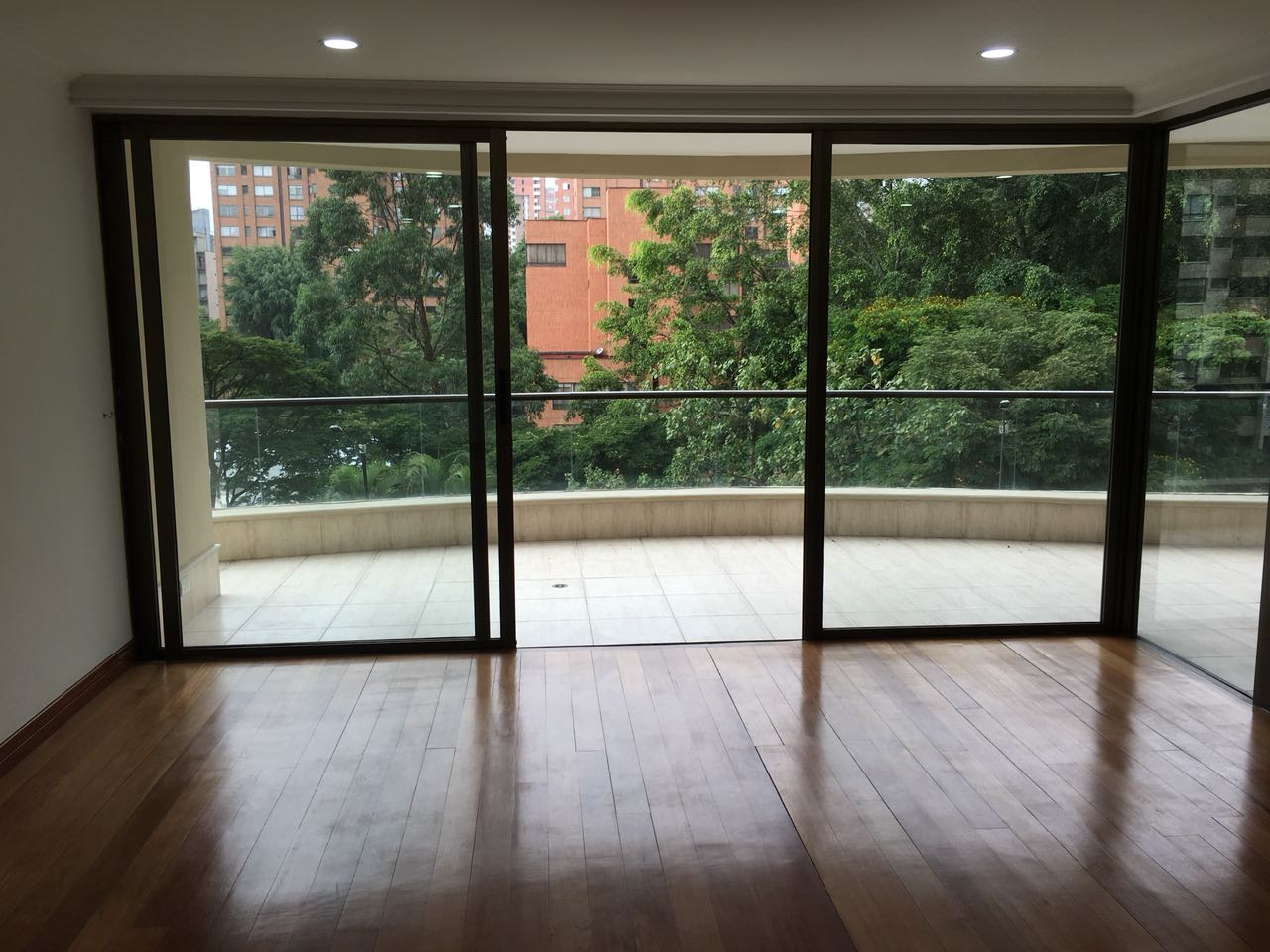 4BR Apt Perfect Location in Oviedo